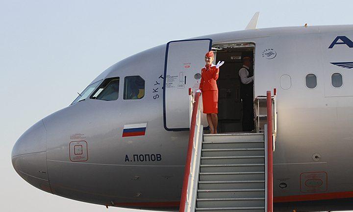 1a5da110adbe Ручная кладь женская сумка – какой багаж пассажиру разрешается взять в  салон самолёта, каким должны быть размеры женской и мужской дорожной сумки  на ...